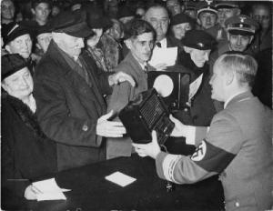 Distribution of Volksempfangers: Birthday of the Reich Minister Goebbels was held on 29 October, the distribution of 500 new small receivers to needy fellow of the Berlin Gau in Broadcasting House in 1938. Gaupropagandaleiter Werner Wächter distributes the receiver.