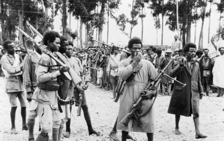 ethiopian_men_gather_in_addis_ababa_heavily_armed_with_captured_italian_weapons_to_hear_the_proclamation_announcing_the_return_to_the_capital_of_the_emperor_haile_selassie_in_may_1941-_k325